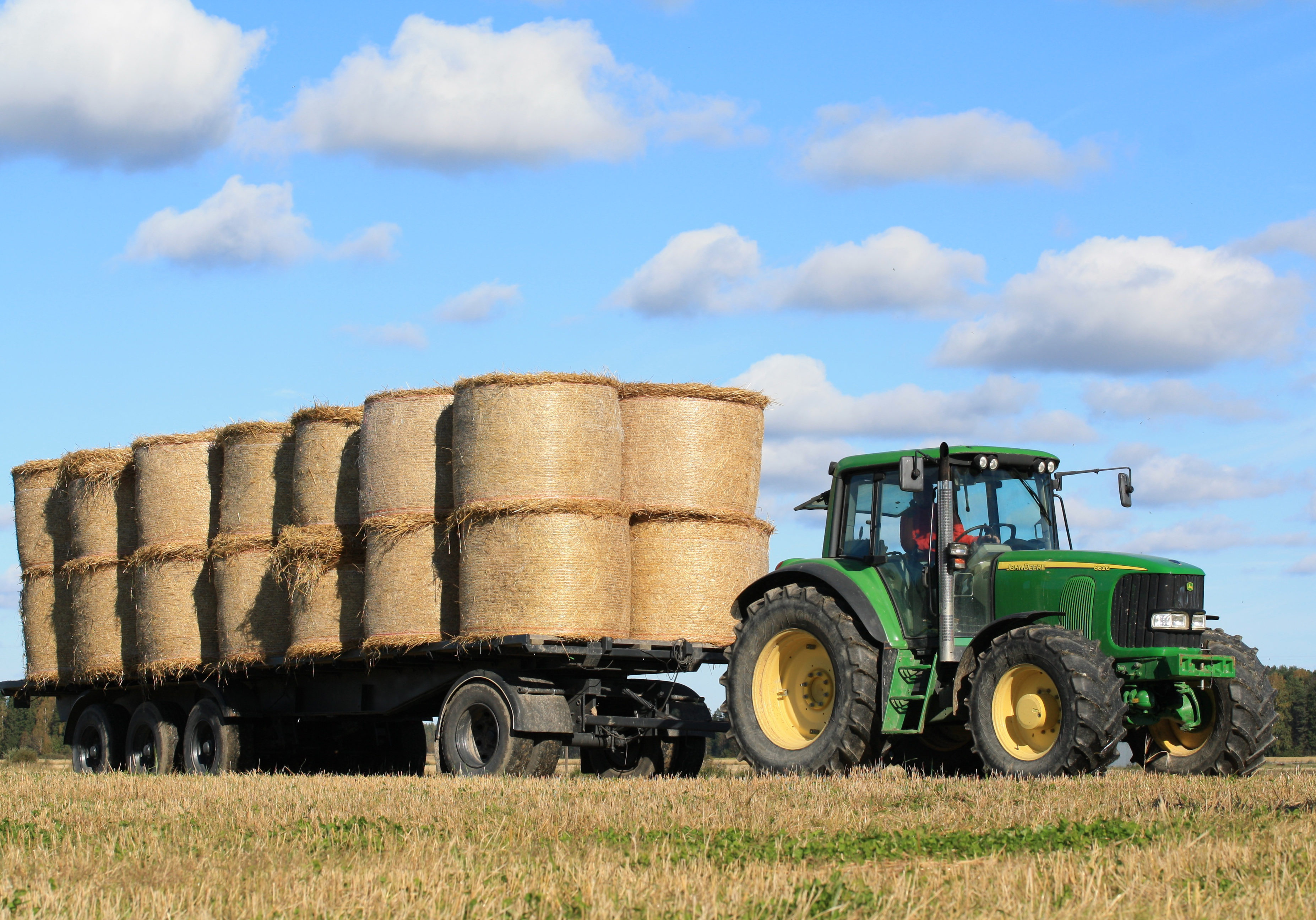 hay-tractor-field-farm-transport-harvest-1202417-pxhere.com